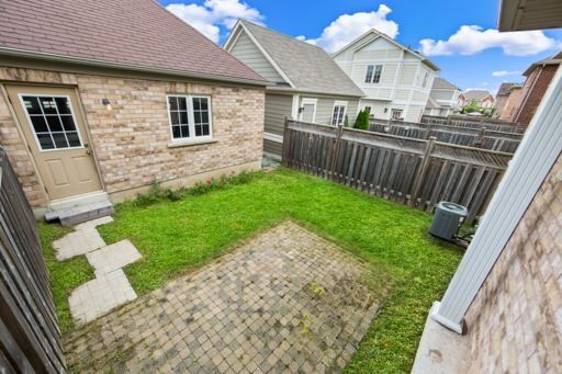 Semi-detached at 8 St James Crt, Markham, Ontario. Image 11