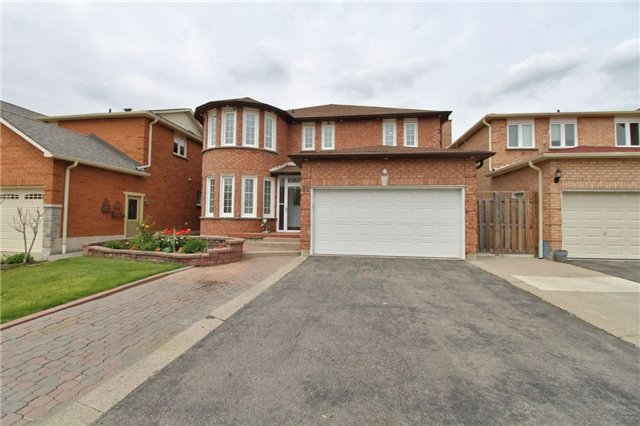 Detached at 92 Fieldgate Dr, Vaughan, Ontario. Image 1