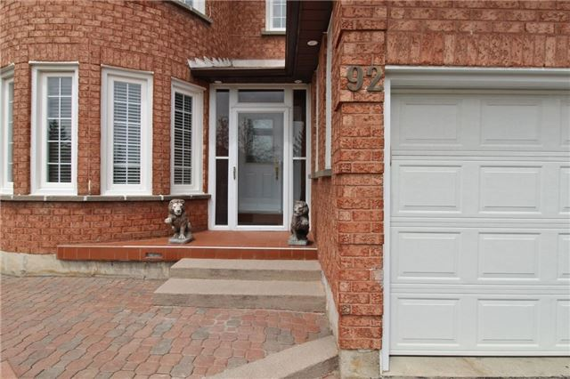 Detached at 92 Fieldgate Dr, Vaughan, Ontario. Image 5