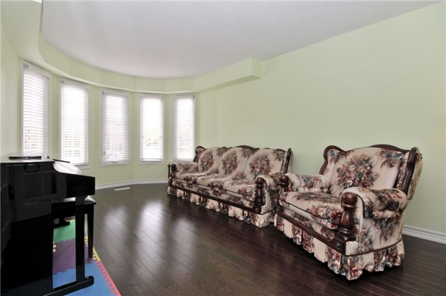 Detached at 92 Fieldgate Dr, Vaughan, Ontario. Image 8