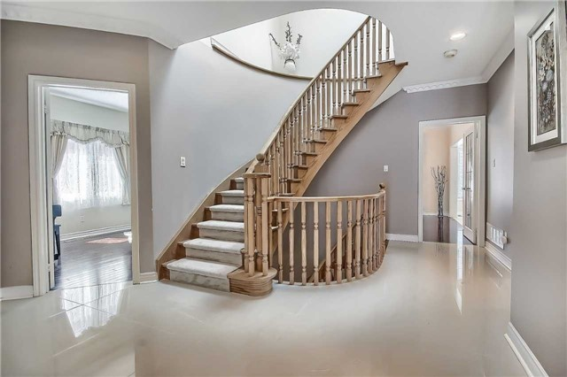 Detached at 93 Clarendon Dr, Richmond Hill, Ontario. Image 14