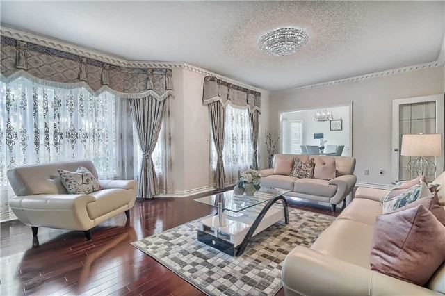 Detached at 93 Clarendon Dr, Richmond Hill, Ontario. Image 3