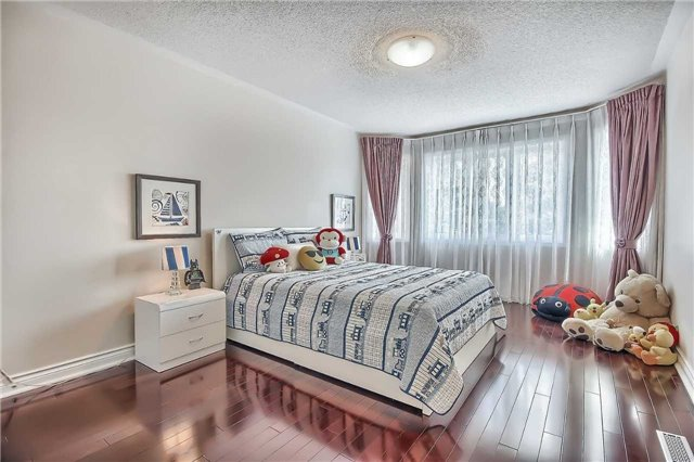 Detached at 93 Clarendon Dr, Richmond Hill, Ontario. Image 7
