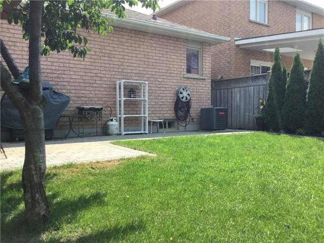 Detached at 157 Colombo Cres, Vaughan, Ontario. Image 10