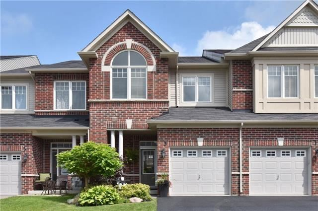 Townhouse at 3 Courtland Cres, Newmarket, Ontario. Image 1