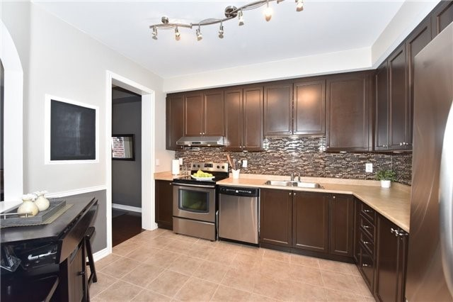 Townhouse at 3 Courtland Cres, Newmarket, Ontario. Image 18