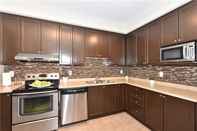 Townhouse at 3 Courtland Cres, Newmarket, Ontario. Image 19