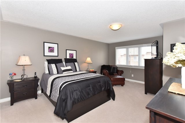 Townhouse at 3 Courtland Cres, Newmarket, Ontario. Image 3