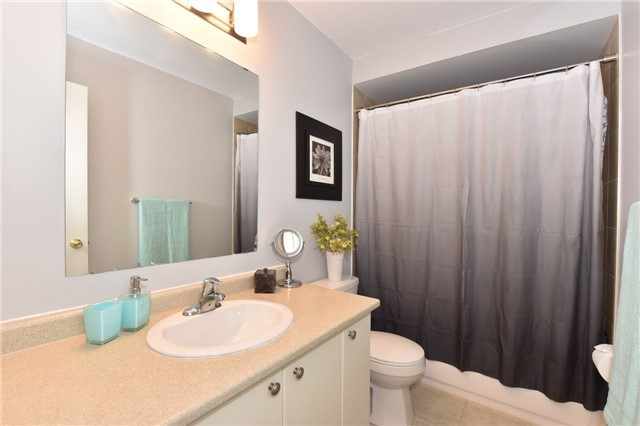 Townhouse at 3 Courtland Cres, Newmarket, Ontario. Image 7