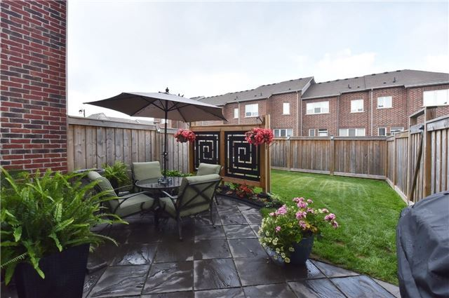 Townhouse at 3 Courtland Cres, Newmarket, Ontario. Image 11