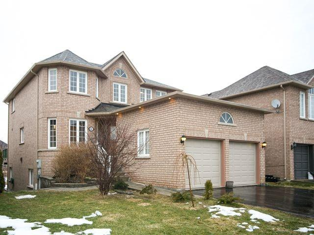 Detached at 32 Woodhaven Cres, Richmond Hill, Ontario. Image 1