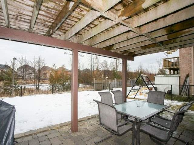 Detached at 32 Woodhaven Cres, Richmond Hill, Ontario. Image 11