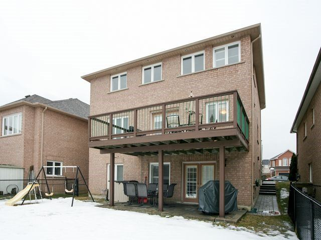 Detached at 32 Woodhaven Cres, Richmond Hill, Ontario. Image 13