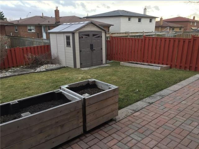 Detached at 9 Roxana Ave, Vaughan, Ontario. Image 7