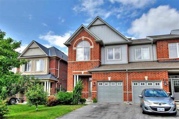Townhouse at 121 Thatcher Cres, Newmarket, Ontario. Image 1
