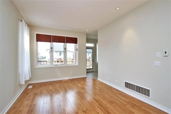 Townhouse at 121 Thatcher Cres, Newmarket, Ontario. Image 12