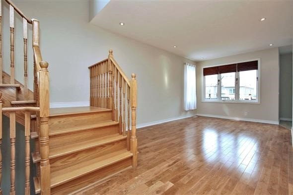 Townhouse at 121 Thatcher Cres, Newmarket, Ontario. Image 14