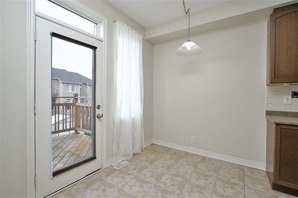 Townhouse at 121 Thatcher Cres, Newmarket, Ontario. Image 17