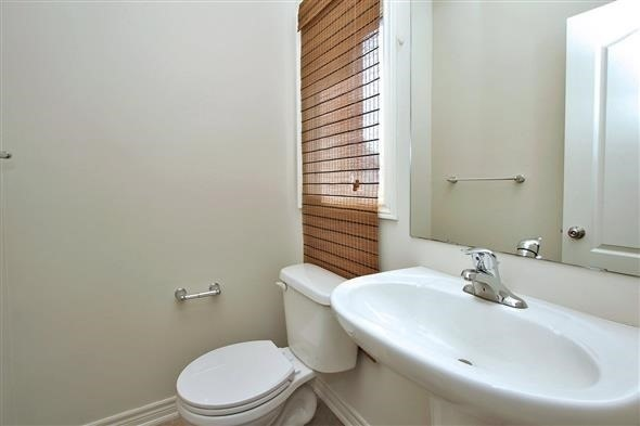 Townhouse at 121 Thatcher Cres, Newmarket, Ontario. Image 18