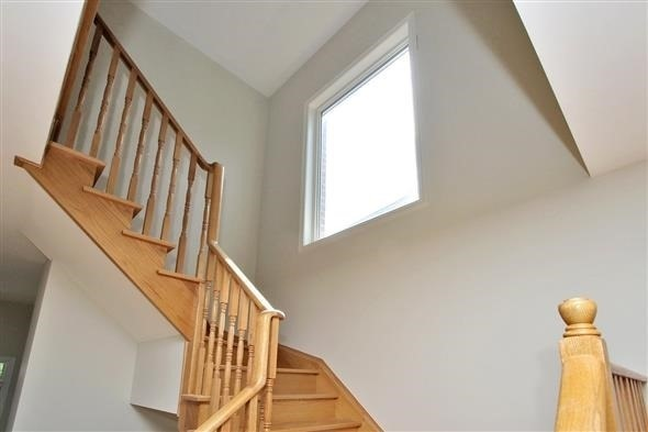 Townhouse at 121 Thatcher Cres, Newmarket, Ontario. Image 19