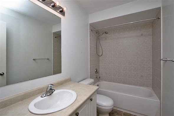 Townhouse at 121 Thatcher Cres, Newmarket, Ontario. Image 6