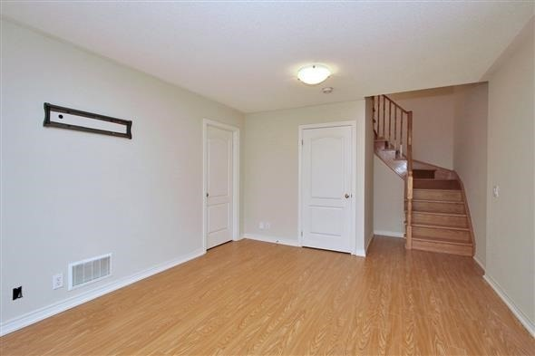 Townhouse at 121 Thatcher Cres, Newmarket, Ontario. Image 8