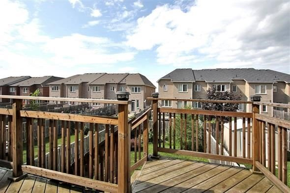 Townhouse at 121 Thatcher Cres, Newmarket, Ontario. Image 11