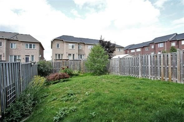 Townhouse at 121 Thatcher Cres, Newmarket, Ontario. Image 13