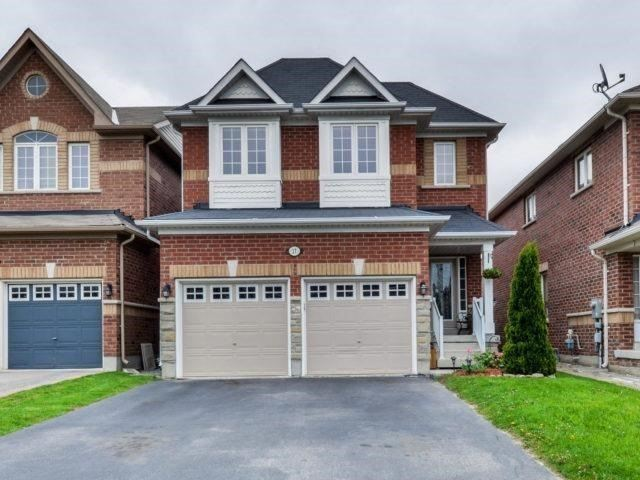 Detached at 17 Danpatrick Dr, Richmond Hill, Ontario. Image 1