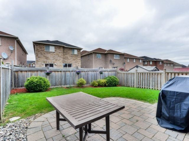 Detached at 17 Danpatrick Dr, Richmond Hill, Ontario. Image 11