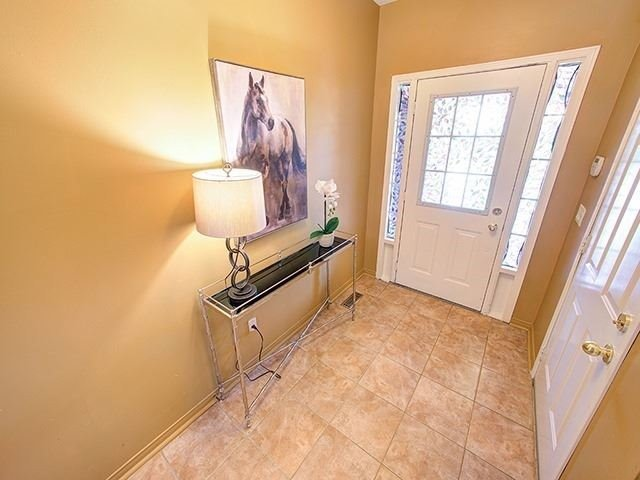 Townhouse at 7 Chapman Crt, Aurora, Ontario. Image 12