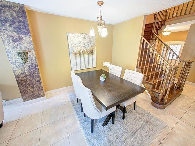 Townhouse at 7 Chapman Crt, Aurora, Ontario. Image 14