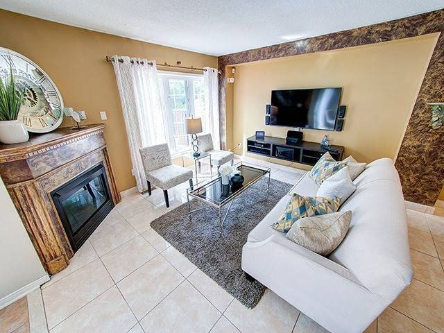Townhouse at 7 Chapman Crt, Aurora, Ontario. Image 15
