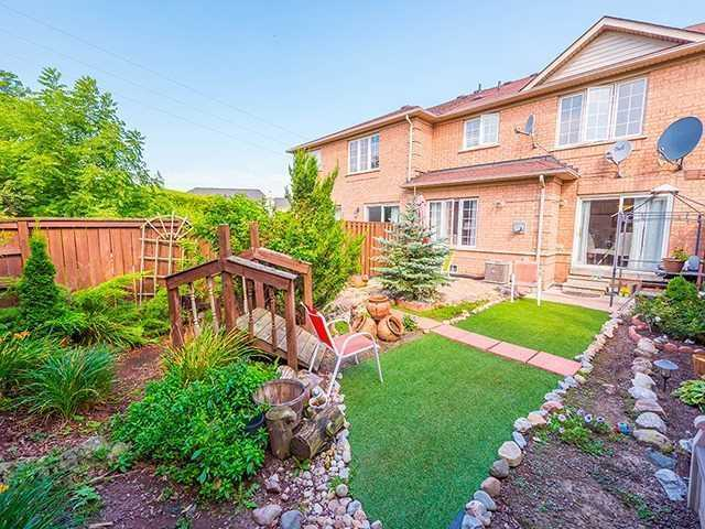 Townhouse at 7 Chapman Crt, Aurora, Ontario. Image 7