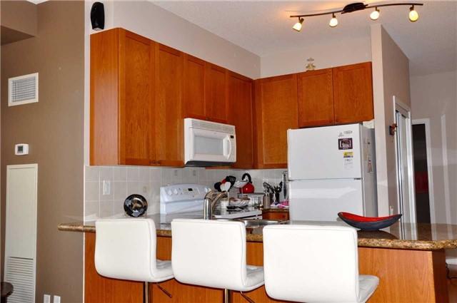 Condo Apartment at 11121 Yonge St, Unit 310, Richmond Hill, Ontario. Image 11
