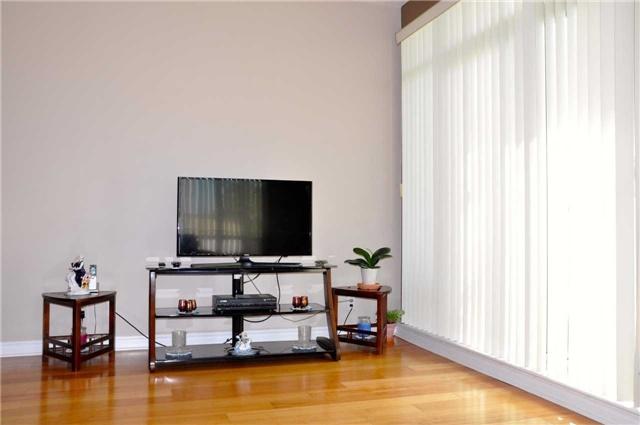 Condo Apartment at 11121 Yonge St, Unit 310, Richmond Hill, Ontario. Image 13