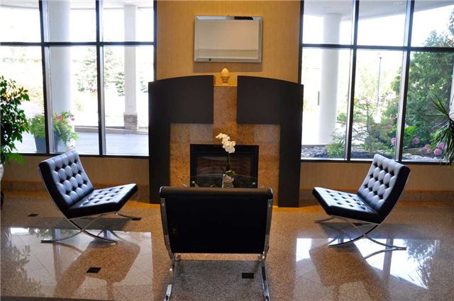 Condo Apartment at 11121 Yonge St, Unit 310, Richmond Hill, Ontario. Image 2