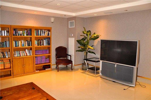 Condo Apartment at 11121 Yonge St, Unit 310, Richmond Hill, Ontario. Image 5