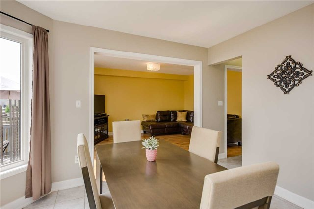 Detached at 2091 Wilson St, Innisfil, Ontario. Image 2