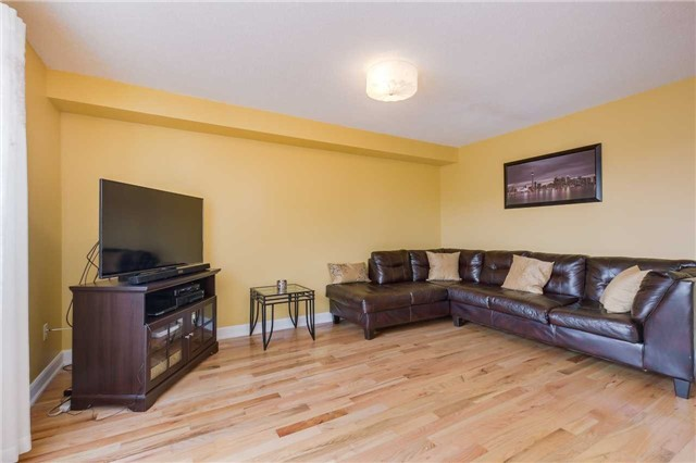 Detached at 2091 Wilson St, Innisfil, Ontario. Image 4
