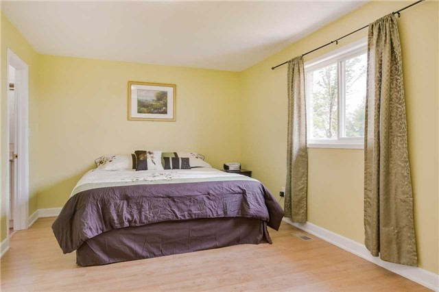 Detached at 2091 Wilson St, Innisfil, Ontario. Image 11
