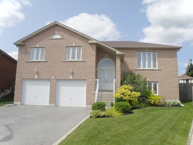 Detached at 73 Mills Crt, Bradford West Gwillimbury, Ontario. Image 1