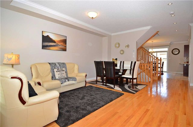 Townhouse at 111 Betony Dr, Richmond Hill, Ontario. Image 16