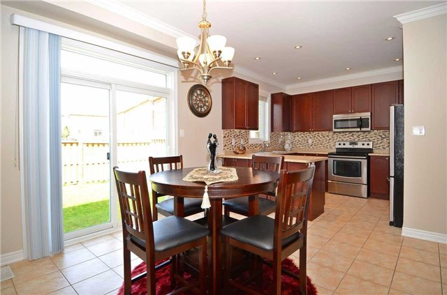 Townhouse at 111 Betony Dr, Richmond Hill, Ontario. Image 18