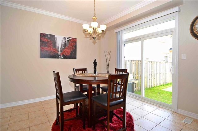Townhouse at 111 Betony Dr, Richmond Hill, Ontario. Image 19
