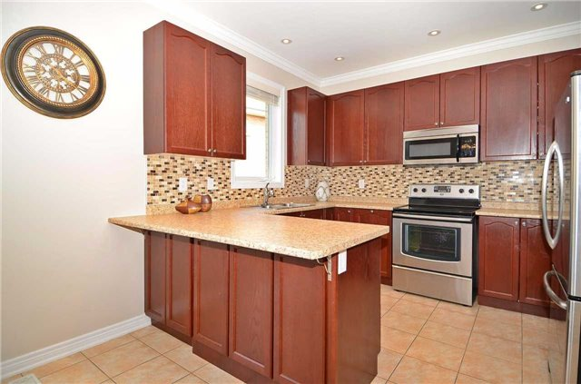 Townhouse at 111 Betony Dr, Richmond Hill, Ontario. Image 20