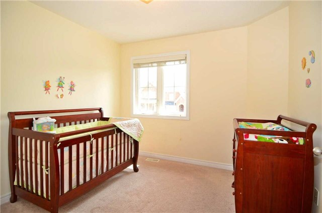 Townhouse at 111 Betony Dr, Richmond Hill, Ontario. Image 7