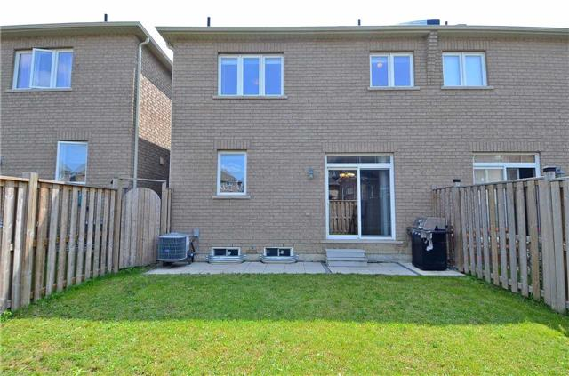Townhouse at 111 Betony Dr, Richmond Hill, Ontario. Image 10