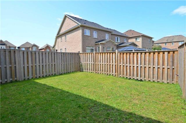 Townhouse at 111 Betony Dr, Richmond Hill, Ontario. Image 11