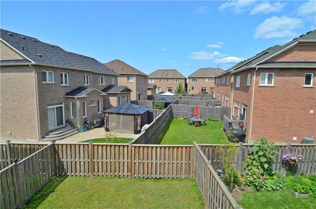 Townhouse at 111 Betony Dr, Richmond Hill, Ontario. Image 13